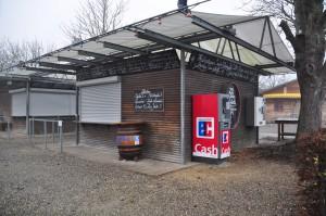 Kiosk mit Geldautomat